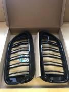 Решетки радиатора ноздри BMW G30 G31 горбатые сдвоенные черные глянцевые со значком M5
